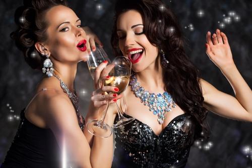 Čarolija novogodišnje noći: odeća, obuća, šminka, nakit